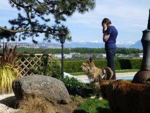 Vue magnifique depuis le jardin de Jean-Pierre et Janine, et j'essaie de rassurer mon petit mari...